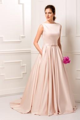 Rochie de mireasa din tafta roz, cu spate din tulle brodat cu dantela