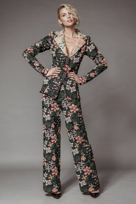 Brocade pantsuit, with wide pants and floral print