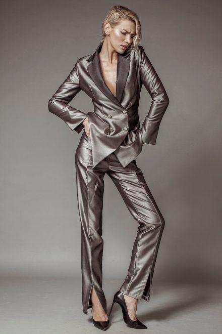 Costum din stofa metalizata