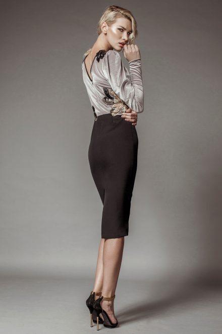 Rochie din crep si catifea, cu aplicatii manuale de dantela