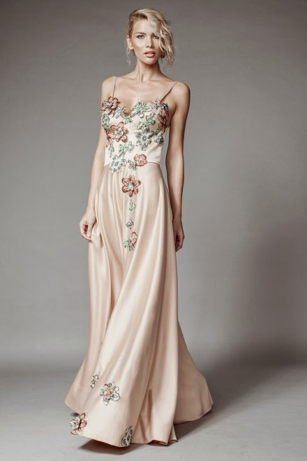 Long dress with corset and floral lace details