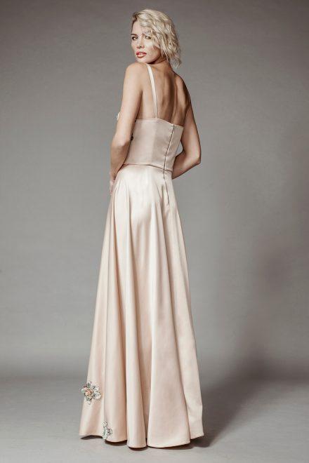 Rochie lunga, cu corset din lycra si flori din dantela aplicate