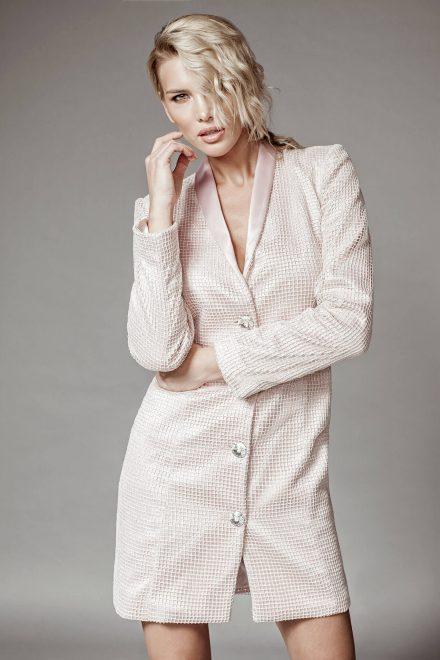 Rochie tip sacou, din satin roz cu plasa aurie si nasturi swarovsky
