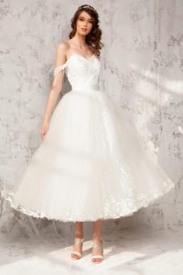 Rochie cu corset din tafta si dantela Chantilly si broderie de margele; fusta ¾ din tulle cu aplicatii de dantela Nicole - Colectia Dreamcatcher Aida Lorena Atelier