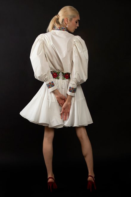 camasa-cu-maneci-supradimensionate-fusta-clos-si-motive-traditionale-4-colectia-sfera-by-aida-lorena-atelier