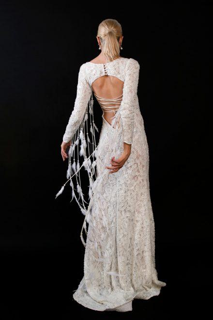 rochie-din-dantela-elastica-brodata-cu-perle-si-franjuri-de-pene-10-colectia-sfera-by-aida-lorena-atelier