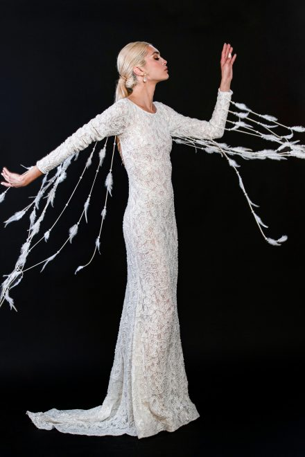 rochie-din-dantela-elastica-brodata-cu-perle-si-franjuri-de-pene-7-colectia-sfera-by-aida-lorena-atelier