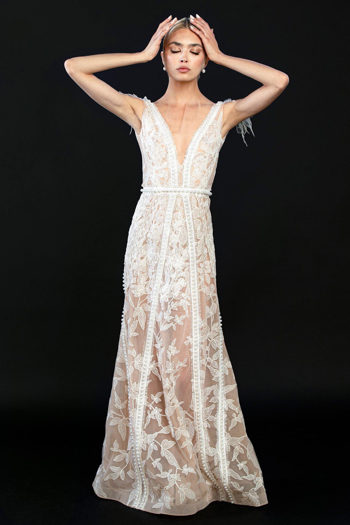 rochie-din-tulle-de-matase-cu-broderie-manuala-din-bumbac-perle-si-pene-1-colectia-sfera-by-aida-lorena-atelier