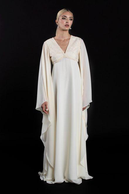 rochie-din-voal-cu-maneci-supradimensionate-si-broderie-din-bumbac-1-colectia-sfera-by-aida-lorena-atelier