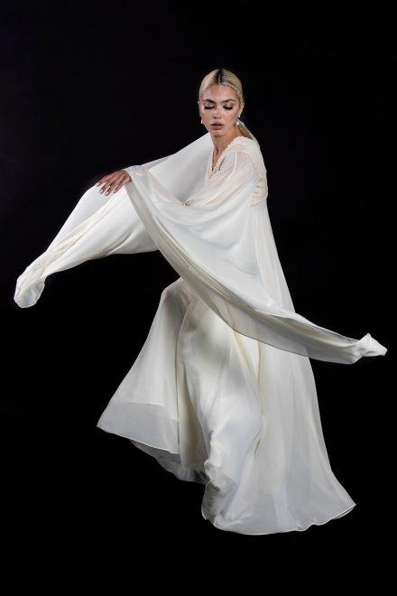 rochie-din-voal-cu-maneci-supradimensionate-si-broderie-din-bumbac-2-colectia-sfera-by-aida-lorena-atelier
