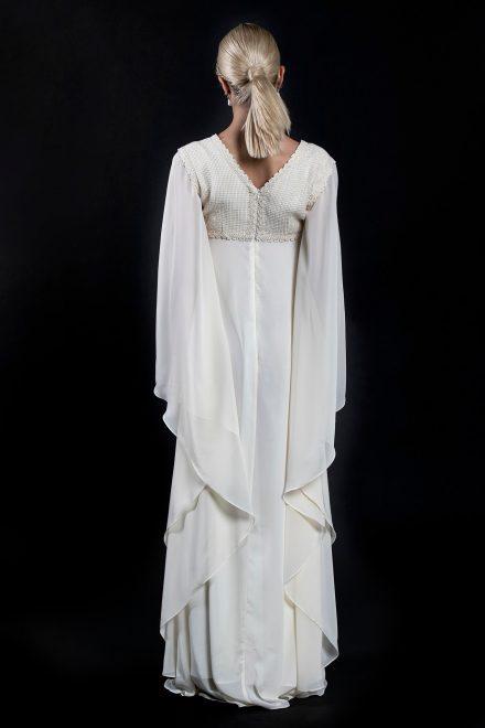 rochie-din-voal-cu-maneci-supradimensionate-si-broderie-din-bumbac-4-colectia-sfera-by-aida-lorena-atelier