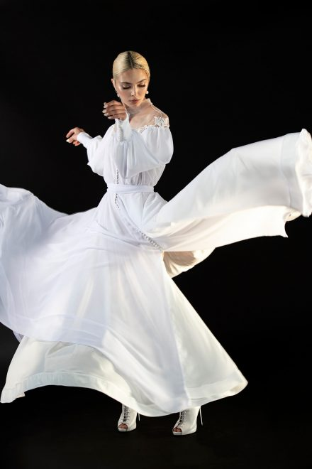 rochie-din-voal-de-matase-cu-maneci-bufante-si-aplicatii-de-nasturi-5-colectia-sfera-by-aida-lorena-atelier